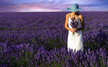 цветы, девушка, поле, лаванда, модель, букет, шляпа, белое платье