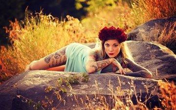 цветы, камни, девушка, розы, взгляд, модель, тату, волосы, лицо, венок, пирсинг