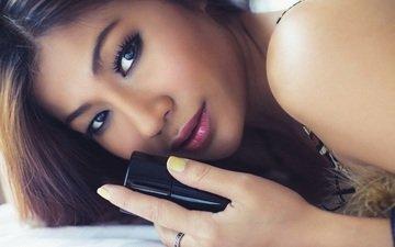 глаза, девушка, взгляд, волосы, губы, лицо, макияж, помада, азиатка, духи, флакон