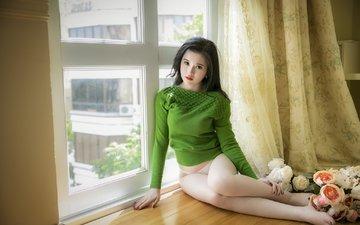 цветы, девушка, розы, взгляд, трусики, модель, ноги, окно, азиатка, подоконник, сидя, босиком