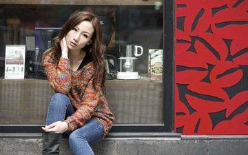 девушка, фон, взгляд, модель, джинсы, волосы, лицо, азиатка, сидя, витрина, katherine lo
