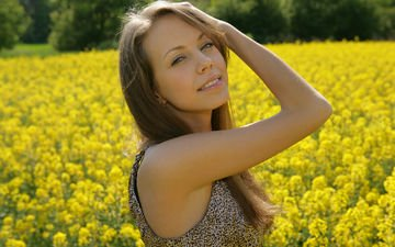 рука, девушка, поза, улыбка, взгляд, модель, желтые цветы, наташа ларина, natasha s - elave