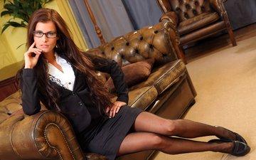 девушка, взгляд, юбка, модель, ноги, чулки, волосы, лицо, каблуки, диван, megan cox