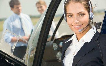 девушка, пилот, улыбка, микрофон, взгляд, наушники, лицо, вертолет