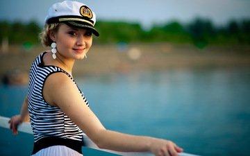 девушка, улыбка, взгляд, лицо, сёрьги, морячка, тельняжка