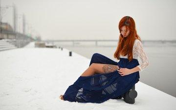 вода, река, снег, зима, девушка, мост, рыжая, юбка, тату, кофта, татуировка, кружева, ножка