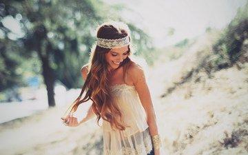 природа, девушка, улыбка, взгляд, волосы, лицо, браслет, повязка