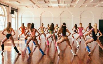 девушки, фитнес, танцы, вид сзади, упражнение, аэробика, хореография