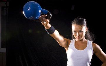 рука, девушка, спортсменка, маечка, гиря, тренировка, тренажерный зал, спортивная форма