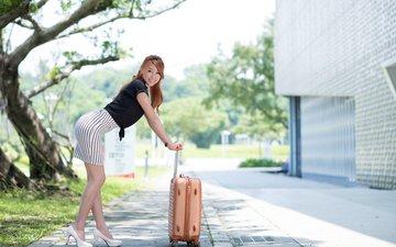 девушка, улыбка, фигура, азиатка, чемодан