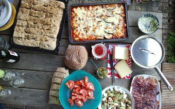 сыр, хлеб, мясо, выпечка, помидоры, пирог, пицца, салат, ассорти