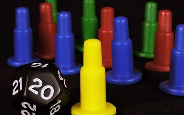 цвета, фишки, игра, кубик, развлечение, колпачки