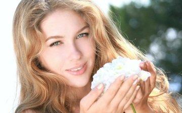 цветы, девушка, блондинка, улыбка, портрет, взгляд, модель, волосы, лицо, erica b