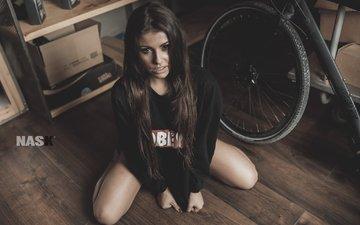 девушка, взгляд, сидит, волосы, лицо, колесо, на полу, nask nach