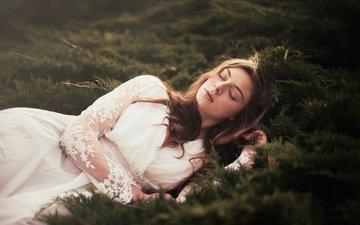 природа, лес, девушка, сон, белое платье, закрытые глаза, andrea peipe