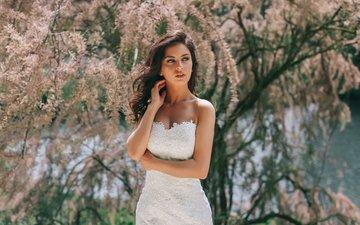 цветы, природа, дерево, девушка, взгляд, модель, весна, белое платье, невеста, фотосессия, аурела скандай