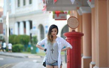 девушка, взгляд, волосы, крест, азиатка, рубашка, джинсовые шорты