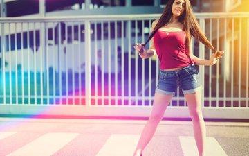 девушка, модель, ноги, фотосессия, длинные волосы, джинсовые шорты