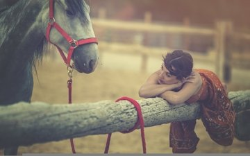 horse, girl, mood, background, pose, look, model, hair, face, log, arancha, ari, arevalo