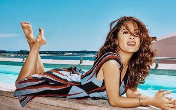 море, платье, пляж, брюнетка, лежит, бассейн, актриса, макияж, фотосессия, сальма хайек, grazia, thomas nutzl