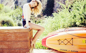 girl, blonde, look, model, feet, hair, face, shorts, photoshoot, barefoot, surfboard