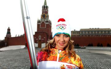 девушка, блондинка, москва, факел, красная площадь, сочи 2014, олимпийская чемпионка, татьяна навка