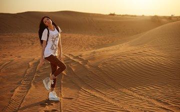 девушка, поза, песок, пустыня, взгляд, ножки, волосы, лицо, eugene nadein