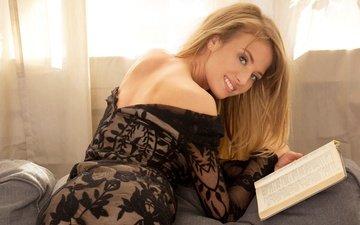 девушка, блондинка, улыбка, взгляд, модель, волосы, лицо, диван, книга, черное платье, tempe
