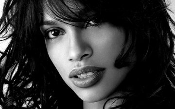 портрет, брюнетка, взгляд, чёрно-белое, губы, лицо, актриса, певица, rosario dawson, розарио доусон