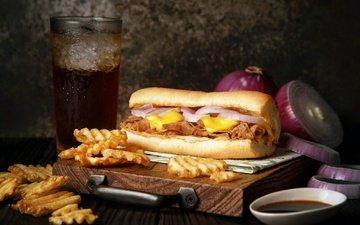 бутерброд, лук, соус, начинка, картофель, чипсы