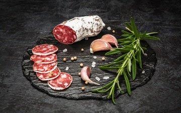 колбаса, чеснок, специи, соль, салями, нарезка