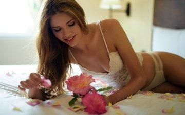 цветы, девушка, поза, улыбка, модель, грудь