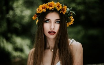 цветы, зелень, портрет, взгляд, макияж, венок, шатенка, боке, ada, witold piotrowski
