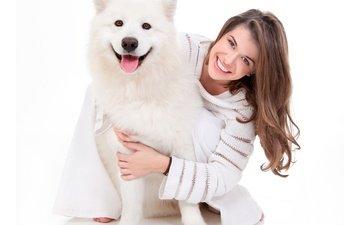 девушка, улыбка, взгляд, собака, радость, волосы, лицо, хаски, свитер