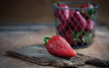 background, strawberry, table, berries, basket, wooden surface