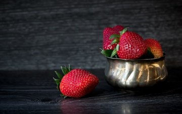 metal, strawberry, board, the dark background, berries, bowl
