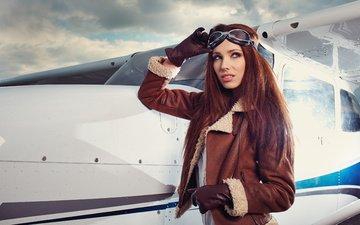 девушка, самолет, пилот, взгляд, очки, модель, волосы, лицо, куртка, перчатки, летчица, izabela magier, izabela magician
