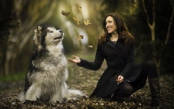 leaves, girl, mood, smile, autumn, dog, malamute
