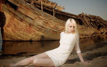 девушка, платье, блондинка, корабль, взгляд, сидит, ножки, albine