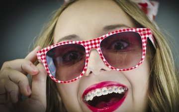 hand, style, girl, mood, smile, glasses, face, teeth, lipstick, braces