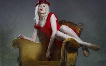 стиль, блондинка, взгляд, модель, волосы, лицо, кресло, шляпа, красное платье