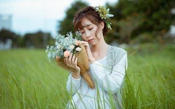 цветы, трава, девушка, волосы, букет, губы, лицо, азиатка, закрытые глаза