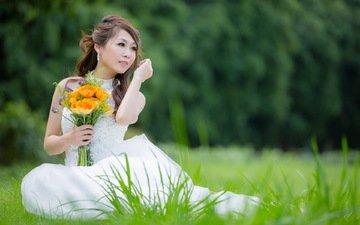 цветы, трава, девушка, сидит, букет, руки, азиатка, белое платье, невеста