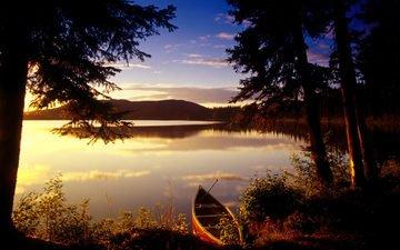 небо, облака, деревья, озеро, берег, закат, водоем, лодка