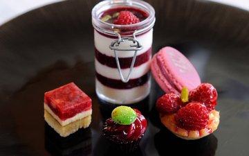 raspberry, strawberry, berries, sweet, dessert, jelly, cake, macaron, panna cotta, basket