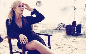 море, поза, блондинка, песок, пляж, актриса, вырез, декольте, кейт винслет, кейт уинслет
