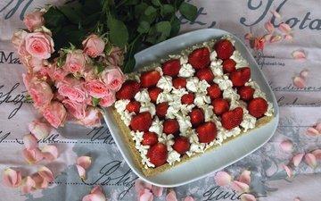 цветы, лепестки, клубника, букет, ягоды, сладкое, торт, десерт, розовые розы, крем