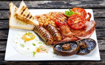 грибы, овощи, мясо, яичница, колбаски, сардельки