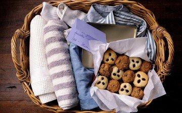 корзина, коробка, печенье, выпечка, полотенца, рубашка записка