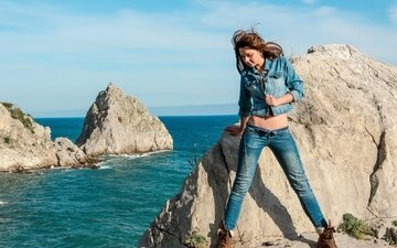rocks, girl, sea, pose, model, jeans, dzhinsovka, eva u, loriann